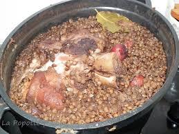 cuisiner un jambonneau jambonneau de porc aux lentilles et saucisses fumées la popotte