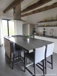 cuisine moderne dans l ancien la cuisine familiale et bien pensée de krestell poutre apparente
