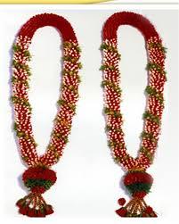 Indian Wedding Flower Garlands Wedding Garlands Wedding Garland With Lilies Indian Wedding Ideas