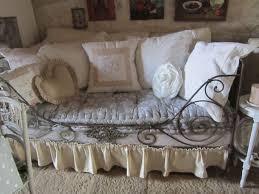canapé lit ancien lit en fer forgé détourné en canapé douillet et romantique fer