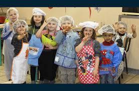 atelier cuisine pour enfants le deschaux un atelier cuisine pour les petits chefs en herbe
