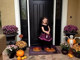 Front Door Halloween Decoration Ideas Front Doors Fun Activities Hallowesen Front Door Decor 39