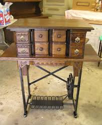 Singer Sewing Machine With Cabinet by Best 25 Treadle Sewing Machines Ideas On Pinterest Sewing