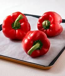 comment cuisiner les poivrons rouges comment peler les poivrons facilement et faire des poivrons marinés
