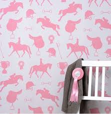 papier peint chevaux pour chambre le retour du papier peint dans la chambre des enfants le de