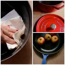 cuisine en cocotte en fonte comment nettoyer une cocotte en fonte les mains à la pâte les