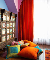 living room wall color such as finding you the maroon curtain
