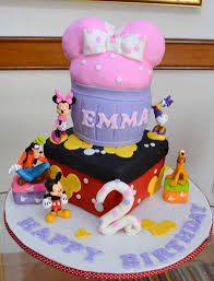 and friends cake minnie mouse and friends serendipity cakes by yvonne