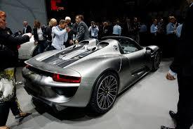 918 Porsche 2013 - 2014 porsche 918 spyder revealed in production trim photos u0026 videos
