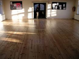 Antique Pine Laminate Flooring Reclaimed Pine Flooring With Diamond Varnish Finish