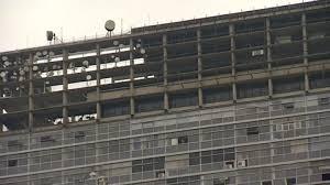 satellitensch ssel f r balkon skyscraper city view johannesburg south africa hd stock
