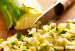 cuisiner la courgette bien cuisiner la courgette les conseils du chef cuisine notre temps