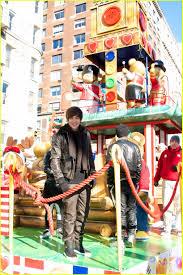 macy s thanksgiving parade austin mahone macy u0027s thanksgiving day parade performance photo