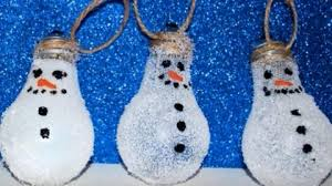 how she makes these awesome snowman ornaments out of