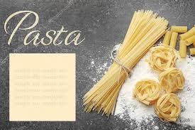 mot de cuisine différentes pâtes avec de la farine sur la table gris concept de