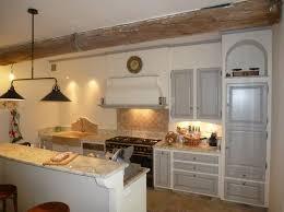 cuisine provencale avec ilot cuisine provençale réalisée à gordes 84 cuisinistes à gordes