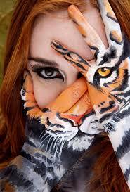 tetu in hand the very best of hand painting art pics hongkiat