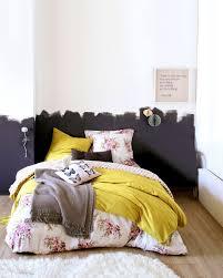 chambre avec lit noir chambre à coucher déco mon lit est stylé demis murs murs
