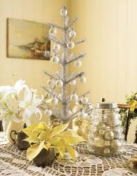 Yellow And White Christmas Decorations by 33 Exciting Silver And White Christmas Tree Decorations Digsdigs