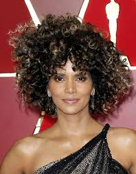 harry berry hairstyle photos halle berry s hair at oscars rocks natural curls
