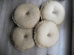 cuscini rotondi 4 cuscini rotondi in canapa beige con bottone centrale