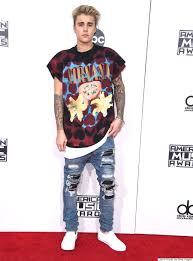 justin bieber thinks harry styles pulls off his amas look better
