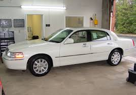 2003 2011 lincoln town car profile