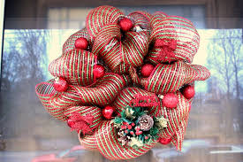 geo mesh wreath how to make a mesh wreath 30 diys with guide patterns