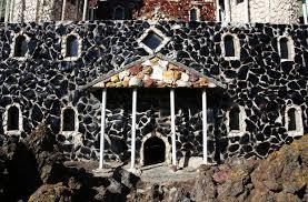 petersen rock garden is still surviving but in a state of