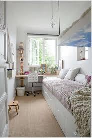 Schlafzimmer Gestalten Fliederfarbe Langes Schmales Schlafzimmer Einrichten Haus Design Ideen