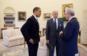 file barack obama joe biden u0026 christopher r hill in the oval
