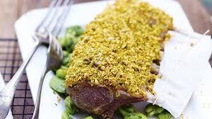 cuisiner un carré d agneau recette carré d agneau en croûte de wasabi pistache fèves à la