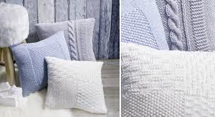 recouvrir des coussins de canapé des housses de coussin à tricoter prima