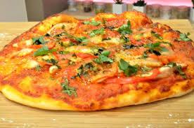 cuisiner une pizza recette pizza au poulet en vidéo