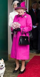 queen handbag meghan markle takes purse cues from queen elizabeth people com