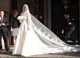 nicky hilton u0027s wedding dress stuck under bentley before marrying
