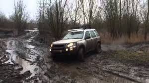 land rover freelander off road land rover freelander 1 off roading in thick mud at mud and mayhem