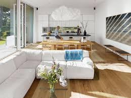 cuisine blanche ouverte sur salon cuisine moderne ouverte sur salon revetement bois meuble blanc lzzy co