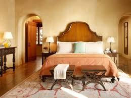 hocker schlafzimmer putz waende mediterran schlafzimmer design hocker teppich beige