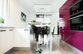 cuisine luxueuse cuisine luxueuse avec meubles violet photographie photographee