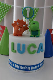 how to throw a dinosaur first birthday party with minimal planning