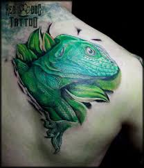 green ink lizard tattoo on right back shoulder
