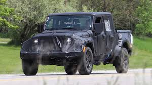 Jeep Spy Shots Jeep Wrangler Pickup Spied Up Close Riding High