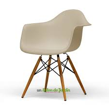 chaise de jardin design chaise de jardin plastique 10 idées de modèles atypiques un salon