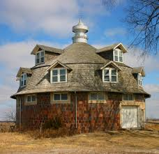 The Round Barn On Clear Creek Wickcliffe Round Barn Cantril Iowa This Is Quite A Unique