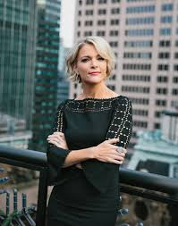 does megjan kelly wear hair extensions no one tells megyn kelly what to wear foxes and hair style