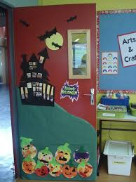Classroom Door Decoration For Christmas by Best 20 Halloween Classroom Decorations Ideas On Pinterestno