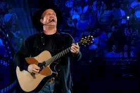 leave a light on garth brooks garth brooks invites couple over for his dinner at his house