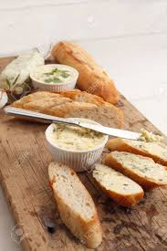 origan frais en cuisine ail baguette de composé beurre herbe aromatisée thym romarin