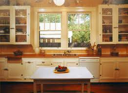 Craftsman Kitchen Cabinets Best 25 Bungalow Kitchen Ideas On Pinterest Craftsman Kitchen